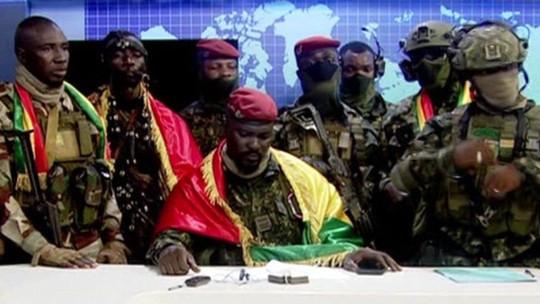 Nhóm quân đội Guinea đảo chính, tuyên bố bắt giữ Tổng thống, giải tán chính phủ, áp giới nghiêm toàn quốc