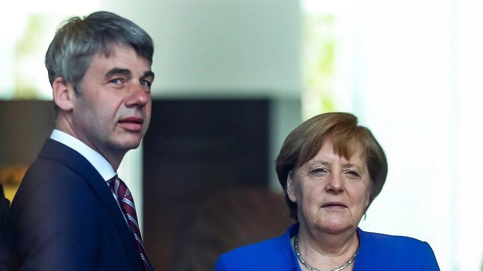 Ông Hecker từng làm cố vấn chính sách đối ngoại cho Thủ tướng Đức Angela Merkel. (Nguồn: FAZ)