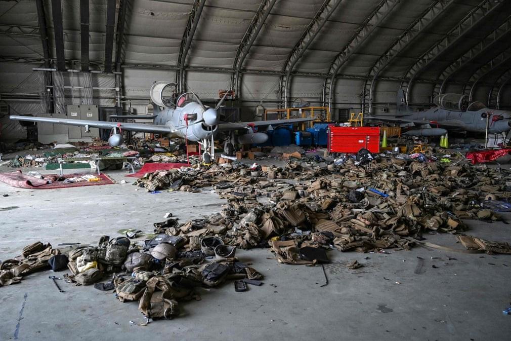 Ảnh ấn tượng tuần 30/8-5/9: Nga khoe 'xe tăng bay' Su-25, hình ảnh lịch sử của quân đội Mỹ tại Afghanistan và trẻ em Triều Tiên diễn kịch