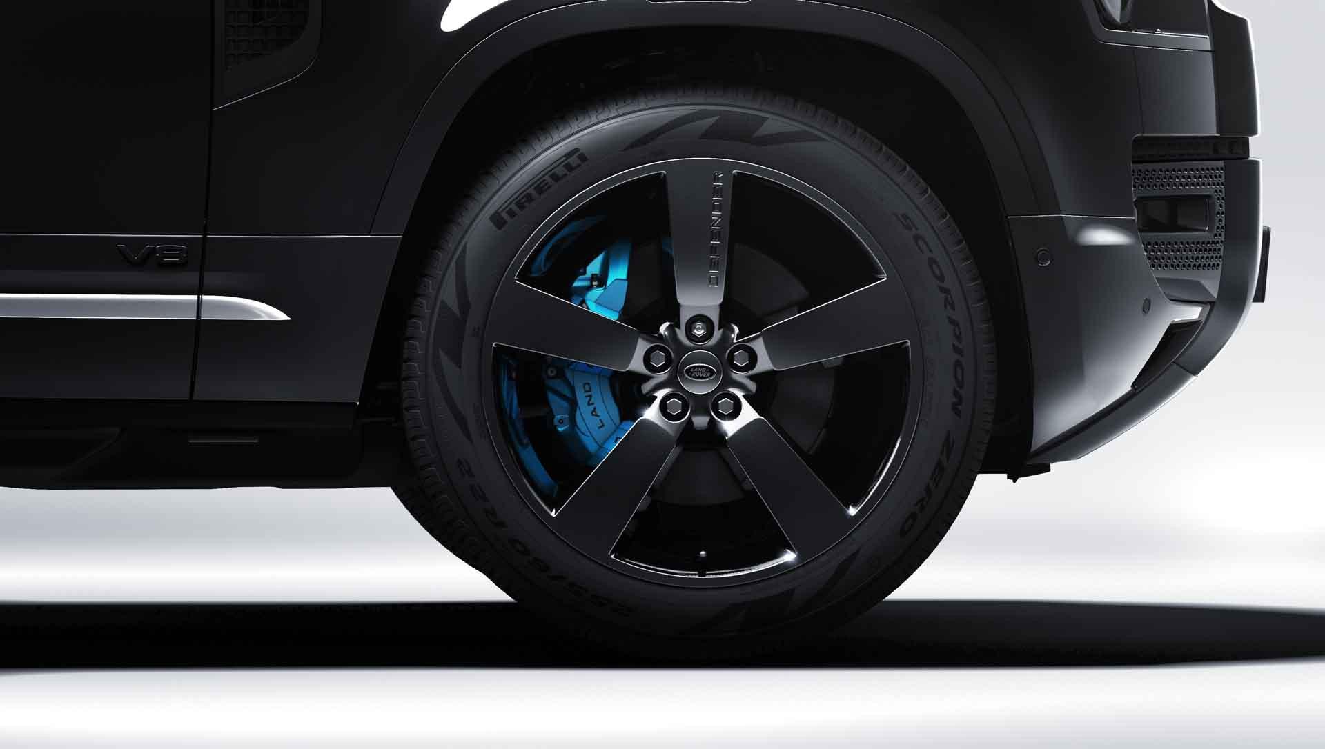 la zăng Land Rover Defender V8 Bond Edition