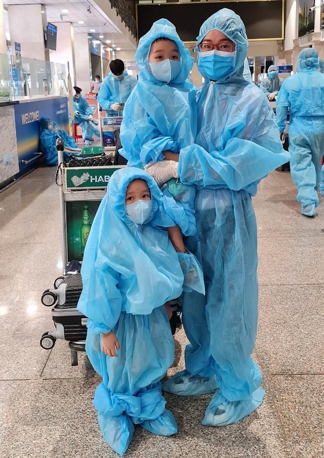 Phát hiện ca dương tính trên chuyến bay đón công dân từ TP Hồ Chí Minh về Bắc Giang - Ảnh 3.