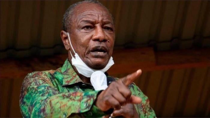 Quân đội Guinea đảo chính, bắt giữ tổng thống và giải tán chính phủ