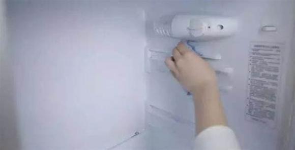 Nếu tủ lạnh quá bẩn, không thể lau sạch, hướng dẫn bạn một mẹo nhỏ là tủ lạnh sẽ sạch không còn vi khuẩn trong 10 phút-2