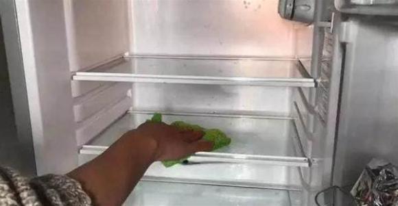 Nếu tủ lạnh quá bẩn, không thể lau sạch, hướng dẫn bạn một mẹo nhỏ là tủ lạnh sẽ sạch không còn vi khuẩn trong 10 phút-3