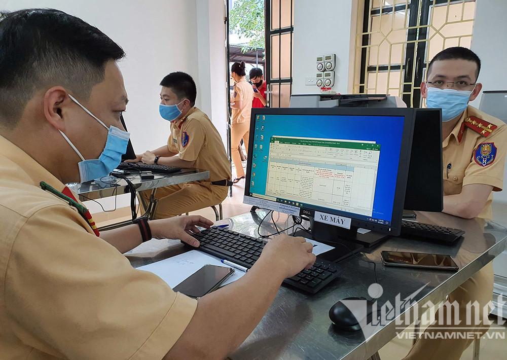 Công an Hà Nội cấp giấy đi đường có mã QR từ 3-5 phút