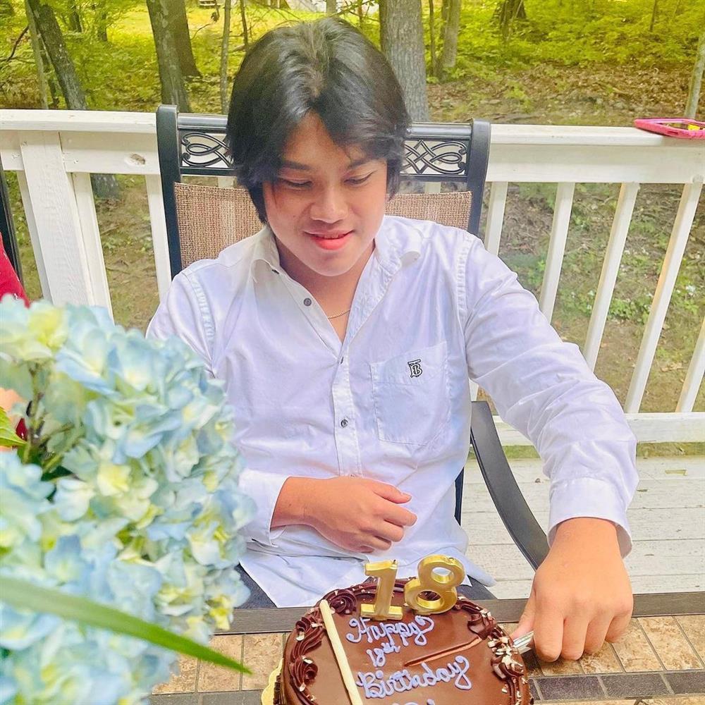 Cận cảnh con trai đầu 18 tuổi của chồng cũ Lệ Quyên-1