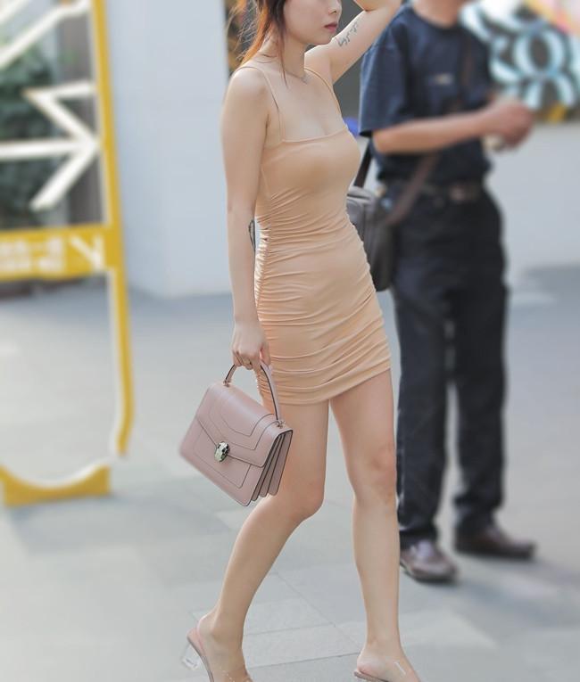 Mặc váy màu nude tôn dáng hoàn hảo, người đẹp mắc phải lỗi
