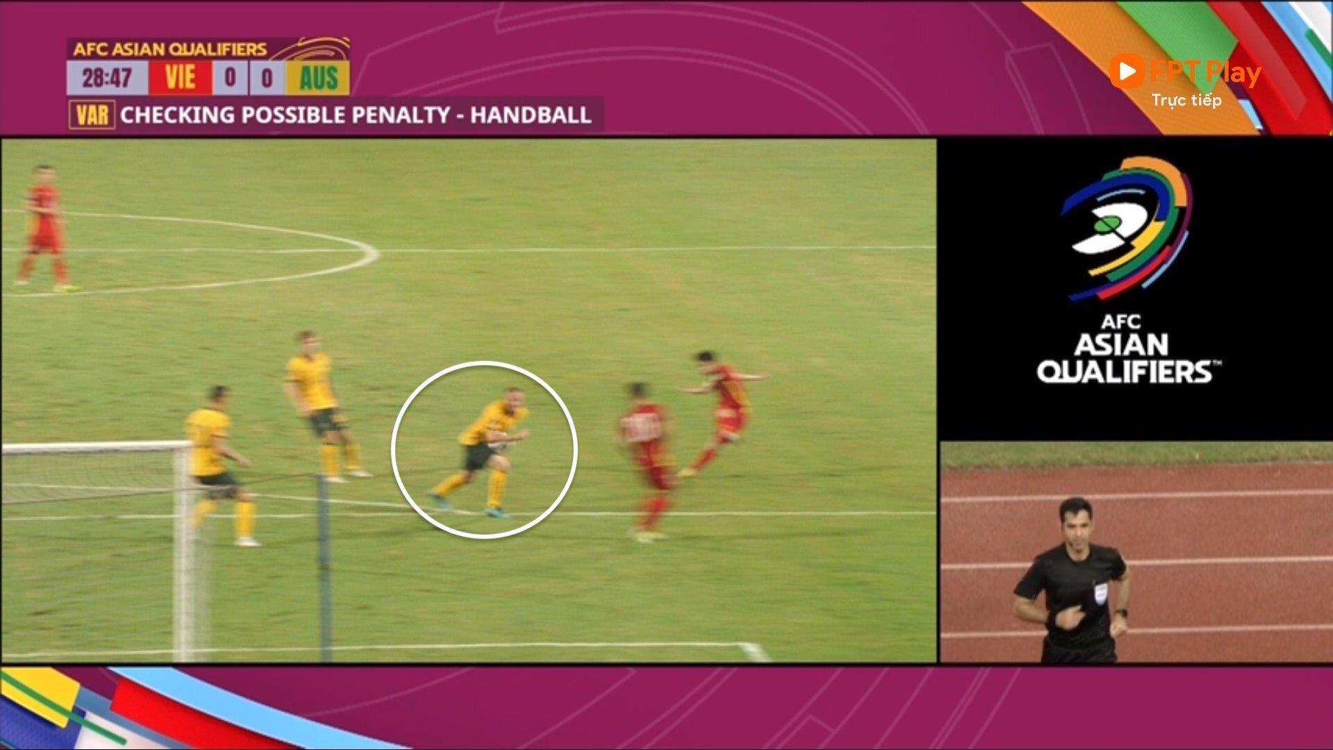 'Hậu vệ Australia mắc lỗi rõ ràng, tuyển Việt Nam mất phạt đền đáng tiếc' - 1