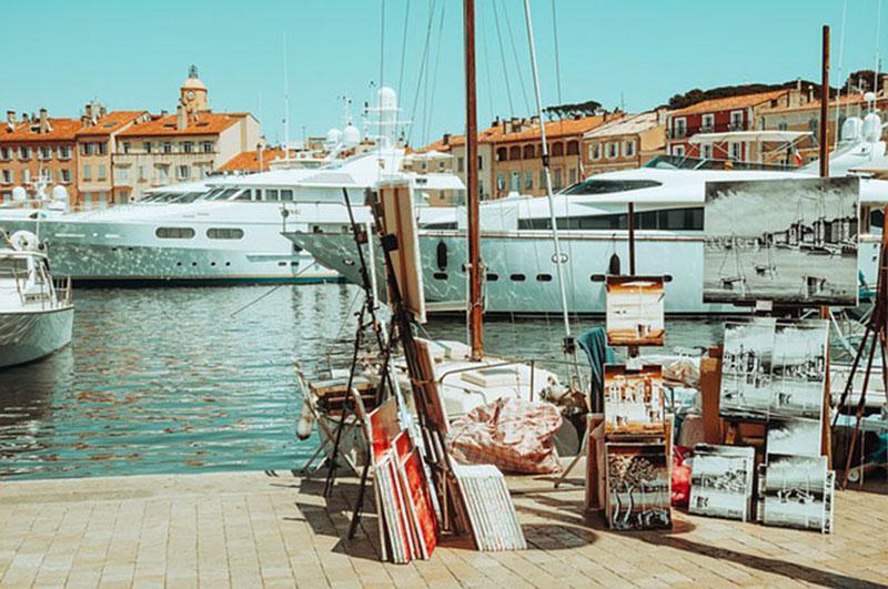 """Saint Tropez trở thành """"thánh địa du lịch thế giới"""", """"sân chơi của nhà giàu và người nổi tiếng"""