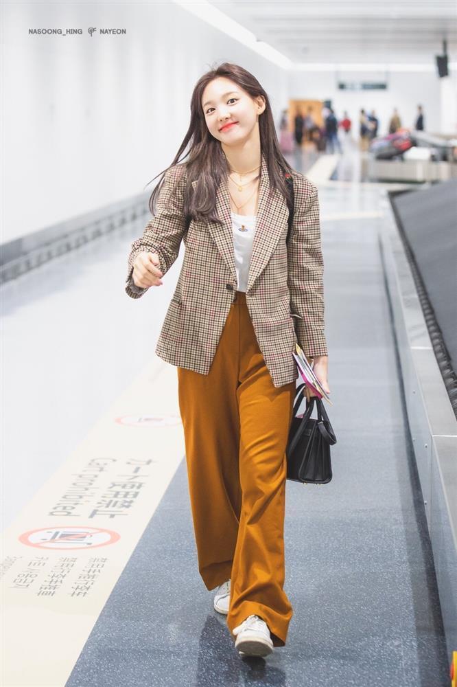 Dàn nữ idol Hàn Quốc khoe street style ngày thu đẹp ngất ngây-7