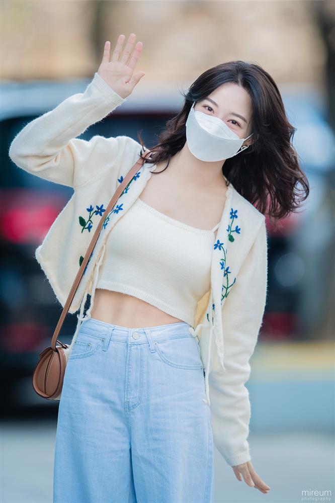 Dàn nữ idol Hàn Quốc khoe street style ngày thu đẹp ngất ngây-8