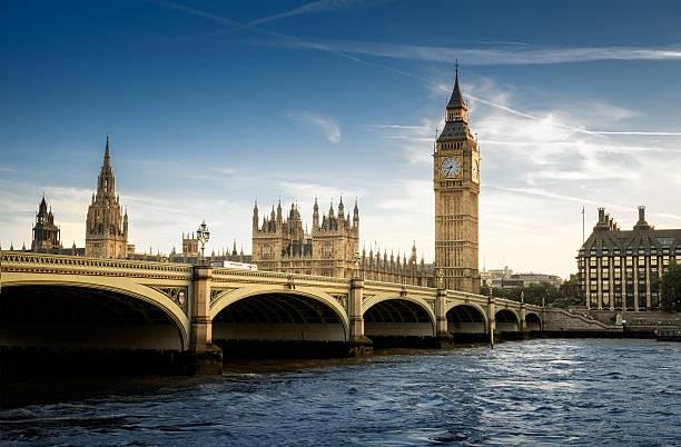 Chiêm ngưỡng 6 tháp đồng hồ nổi tiếng thế giới - 1
