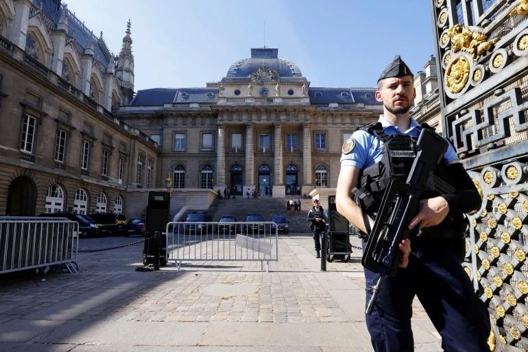 Hơn 1.000 cảnh sát bảo vệ phiên xét xử đặc biệt, hồ sơ vụ án tới một triệu trang