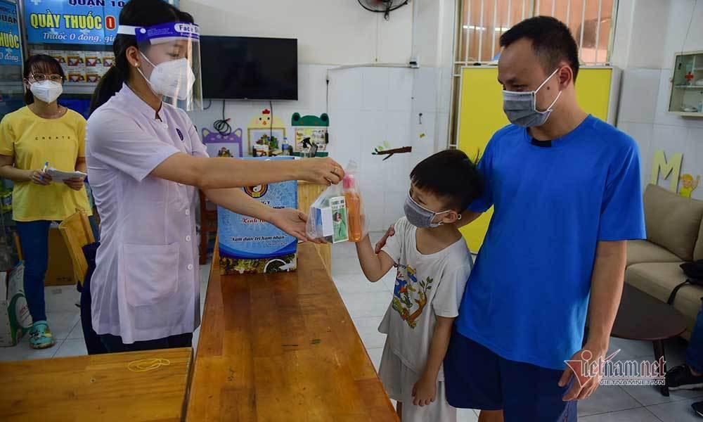 Quầy thuốc 0 đồng ở Sài Gòn, kết nối yêu thương - chiến thắng Covid-19