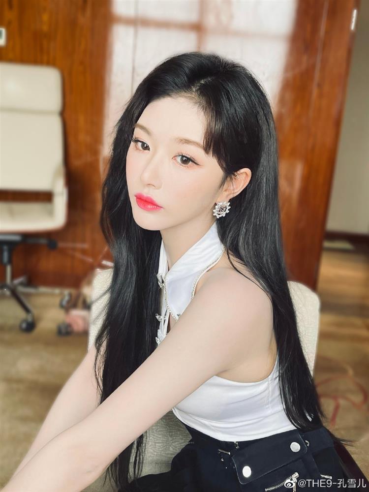 Nữ thần tượng xứ Trung gây tranh cãi vì không mặc nội y-10