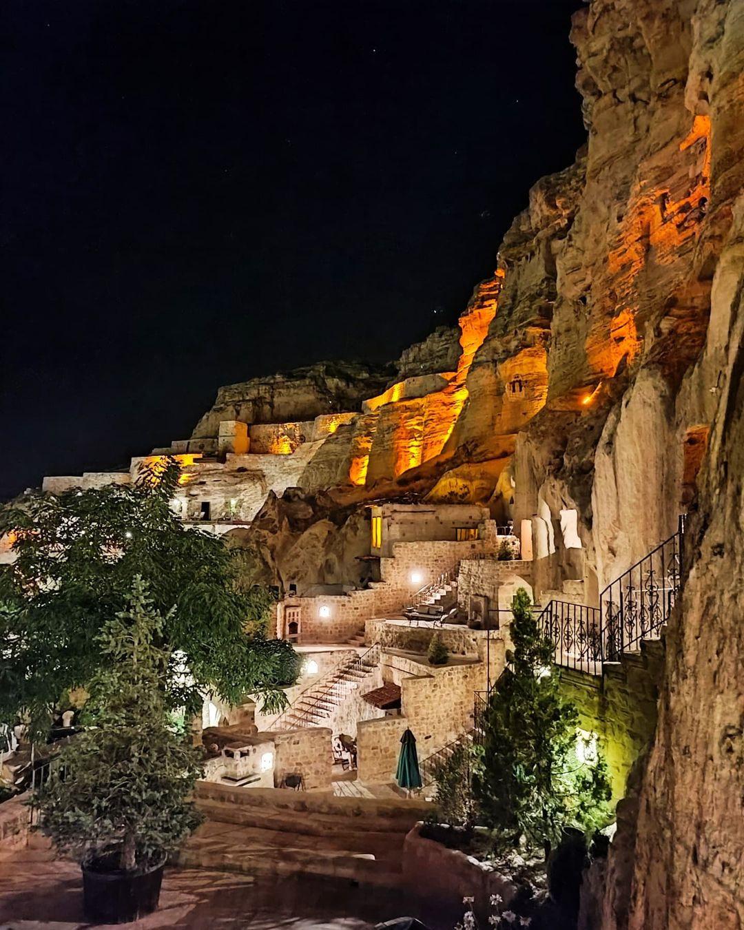 Khách sạn hang đá ở Thổ Nhĩ Kỳ 'sang chảnh' không kém resort nổi tiếng - 2