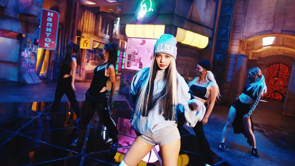 Lisa tung MV 'LALISA' làm Youtube nổ tung với 7 phút có 2,8 triệu lượt xem