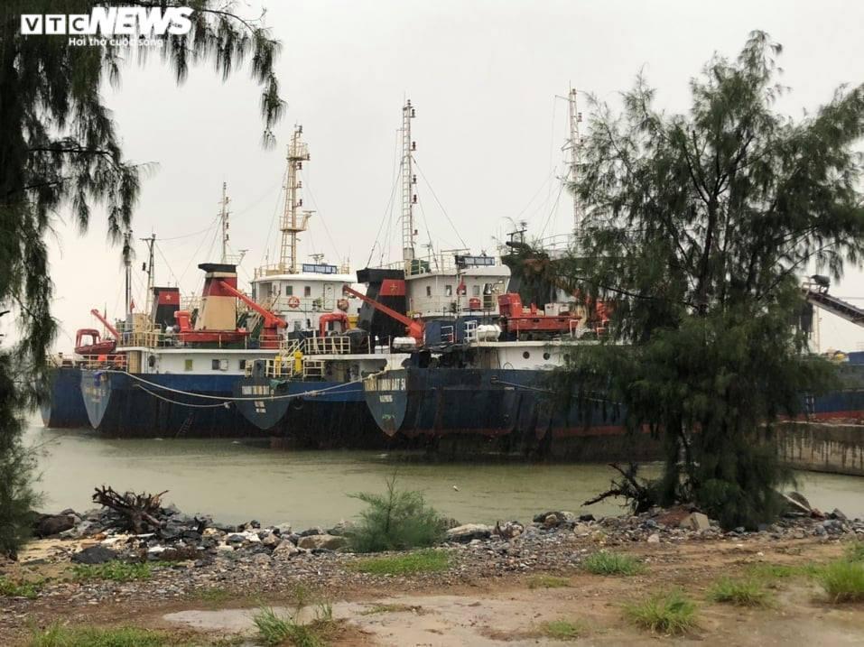 Ảnh: Bão số 5 gây mưa to, gió quật đổ cây, ngập úng ở các tỉnh miền Trung - 5