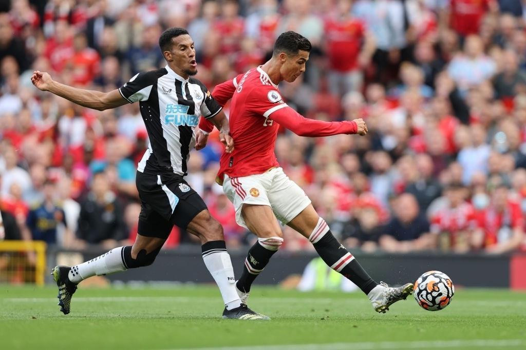 Ronaldo, Bruno Fernandes đua nhau ghi bàn, Man Utd chiếm ngôi đầu Ngoại Hạng Anh - 1