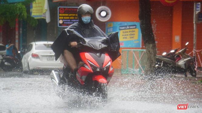 Bắt đầu từ sáng ngày 11/9, Đà Nẵng đã bắt đầu có gió to và mưa lớn khiến nhiều tuyến đường bị ngập sâu
