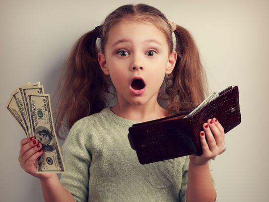 """Con trai hỏi gia đình chúng ta có giàu không?"""", người mẹ chỉ dùng một mẩu giấy vệ sinh để trả lời nhưng vô cùng thấu đáo-1"""