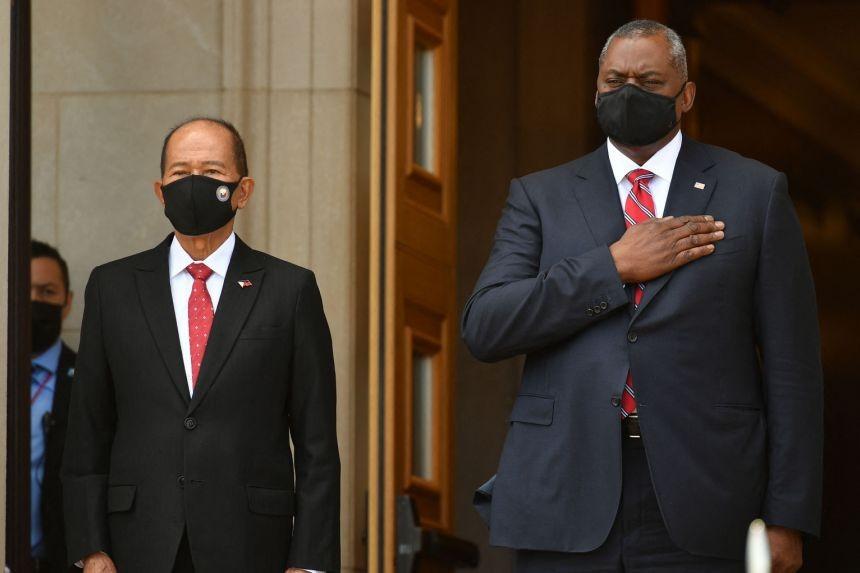 (09.12) Bộ trưởng Quốc phòng Philippines Delfin Lorenzana và người đồng cấp Mỹ LLoyd Austin tại Washington, Mỹ ngày 10/9. (Nguồn: AFP)