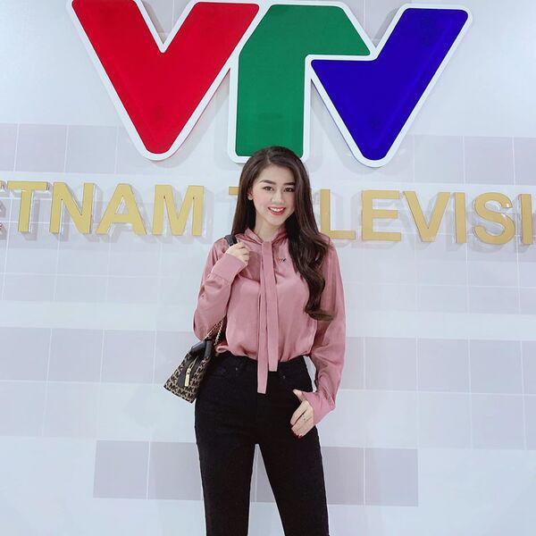 MC thể thao VTV xinh như hoa hậu có gu mặc ngoài đời gợi cảm khác hẳn khi dẫn sóng - 3