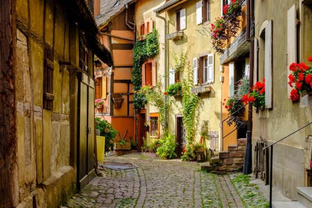 Ngắm những dãy phố tuyệt đẹp ngỡ như lạc vào xứ sở cổ tích - 3