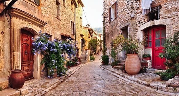 Ngắm những dãy phố tuyệt đẹp ngỡ như lạc vào xứ sở cổ tích - 7