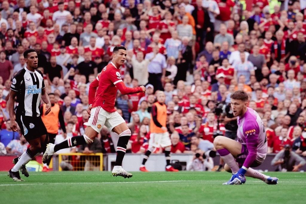 Sir Alex Ferguson: 'Tôi không thể để Ronaldo tới Man City'  - 1