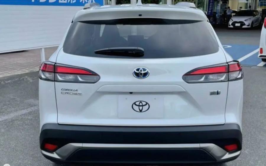 Đuôi xe Toyota Corolla Cross bản mới lộ diện trước ngày ra mắt