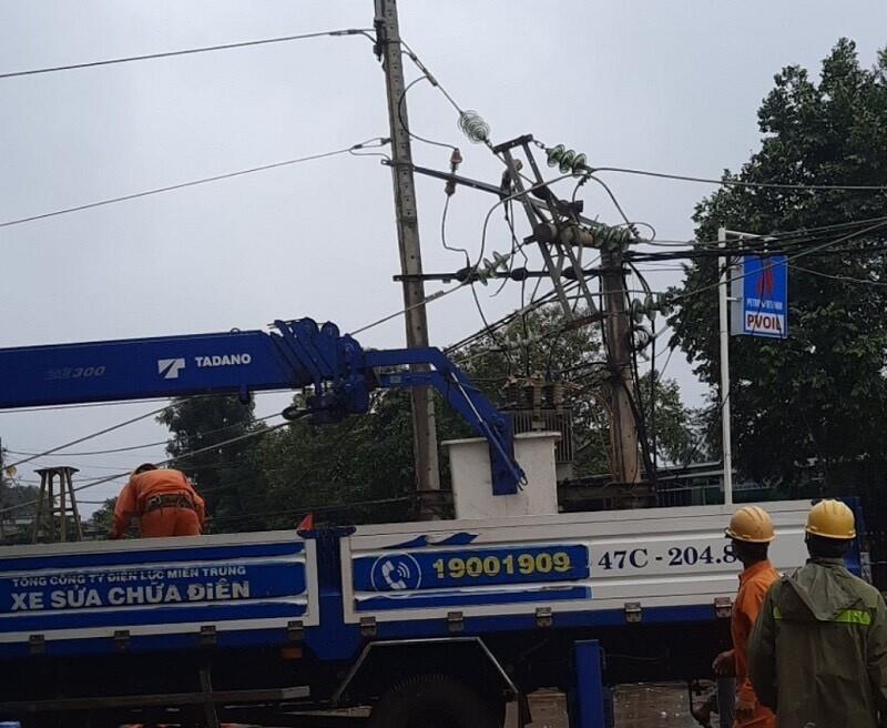 PC Đắk Lắk: Khôi phục cấp điện hơn 16.500 khách hàng bị ảnh hưởng bởi bão số 5 - 1
