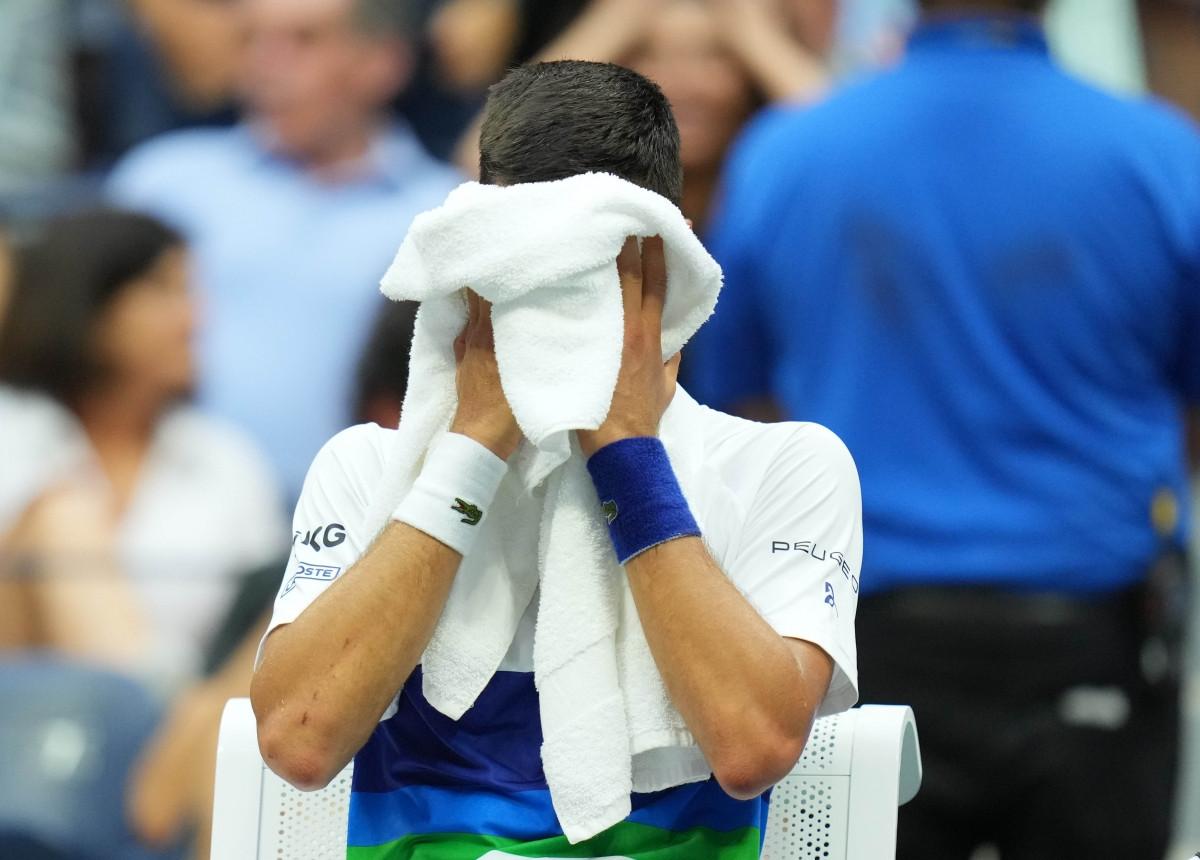 Sự thất vọng của Djokovic sau thất bại trướcMedvedev ở chung kết US Open 2021. (Ảnh: Reuters).