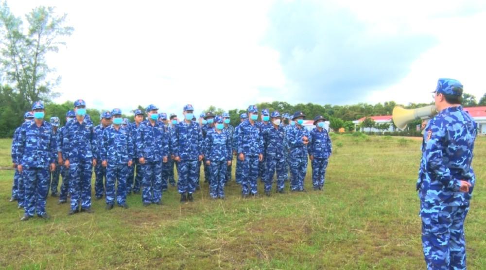 Bộ Tư lệnh Vùng Cảnh sát biển 4 kiểm tra bắn đạn thật năm 2021