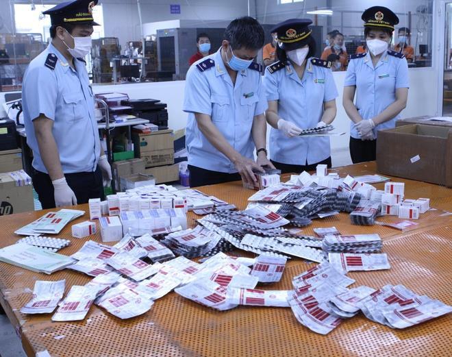 Thu giữ 60.000 viên thuốc điều trị COVID-19 nhập lậu từ Ấn Độ - 1