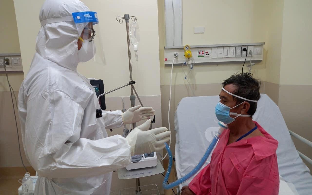 Là F0 nhưng Cử nhân vật lý trị liệu vẫn miệt mài hồi sinh nhịp thở cho bệnh nhân COVID-19