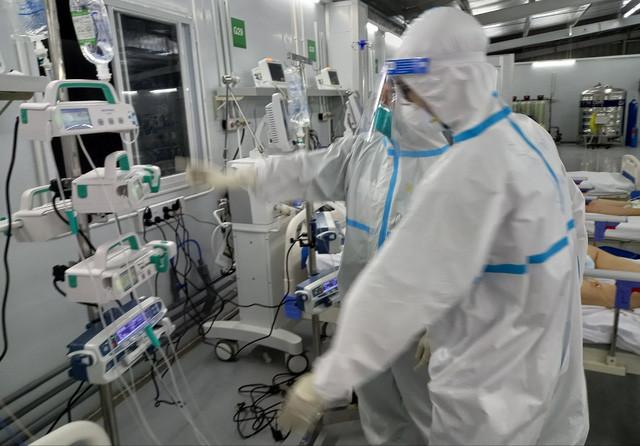 Gian khổ đến mấy cũng không từ chối cứu chữa bệnh nhân COVID-19 - Ảnh 3.