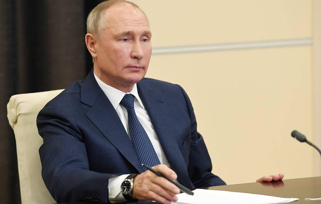 Tổng thống Putin cân nhắc tự cách ly sau khi hàng loạt nhân viên thân cận mắc COVID-19