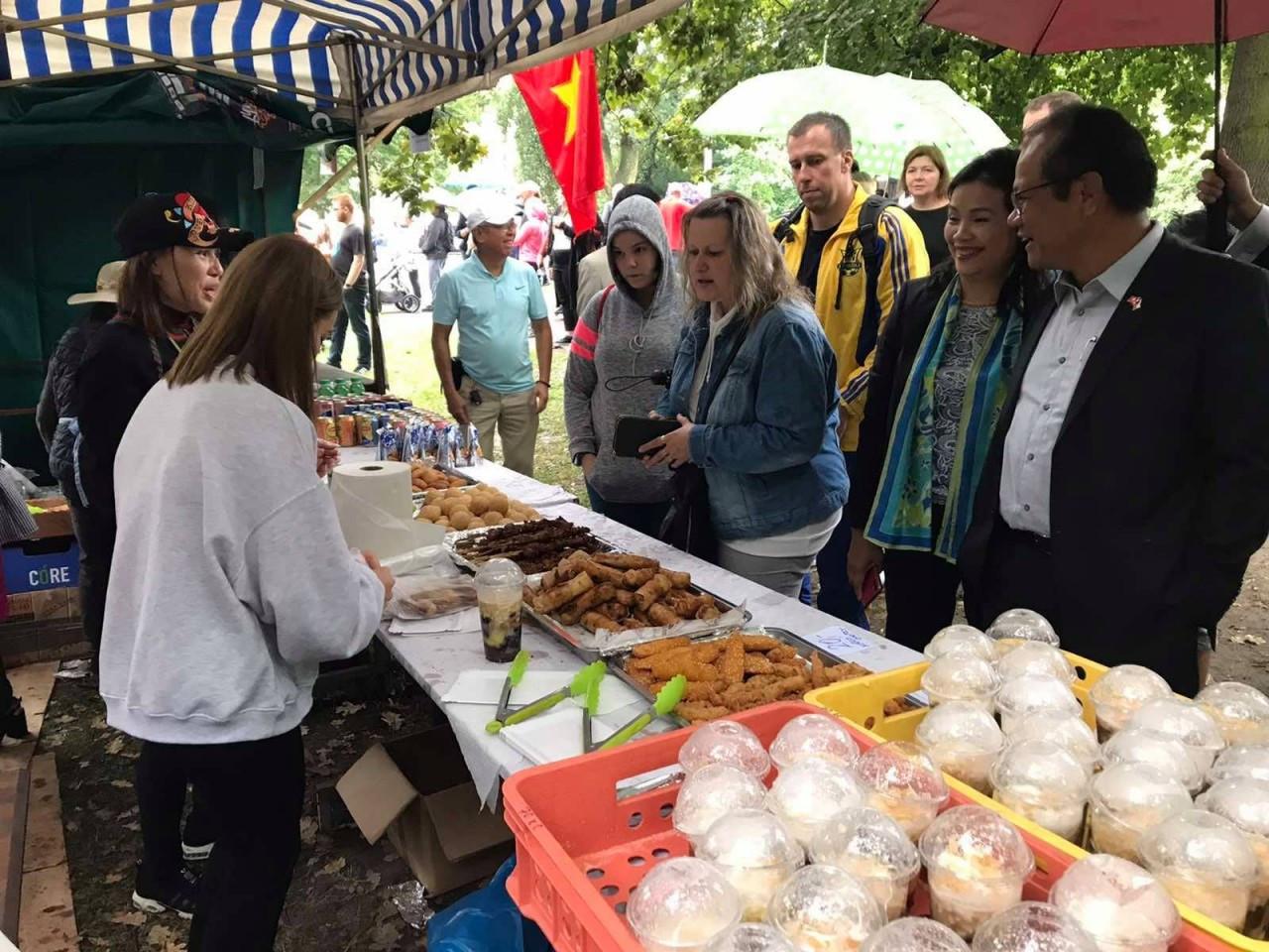 Gặp mặt, thăm hỏi cộng đồng người Việt Nam tại tỉnh Ústecký, CH Séc
