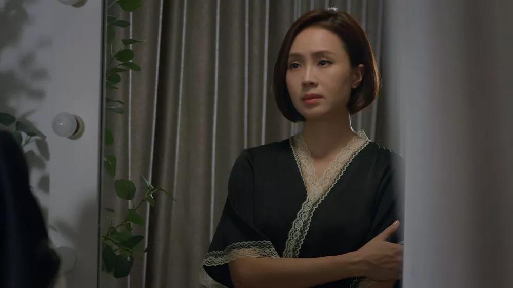 Quỳnh Nga - Hồng Diễm cho Phương Oanh hít khói khi mặc đồ ngủ lụa-8