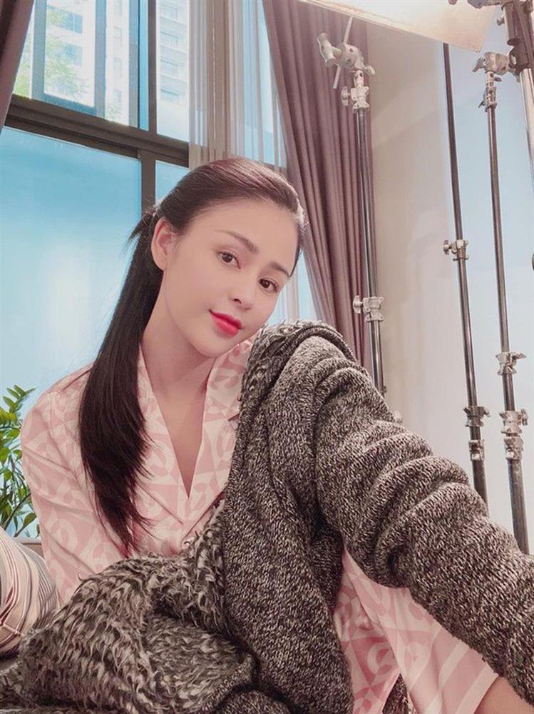 Quỳnh Nga - Hồng Diễm cho Phương Oanh hít khói khi mặc đồ ngủ lụa-14