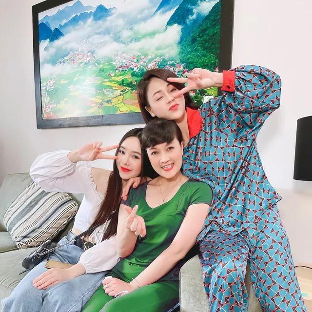 Quỳnh Nga - Hồng Diễm cho Phương Oanh hít khói khi mặc đồ ngủ lụa-13