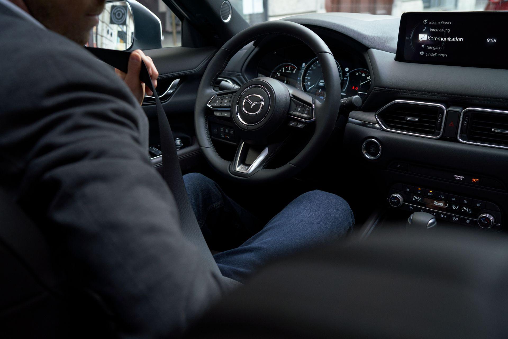 Vô lăng xe Mazda CX-5 2022