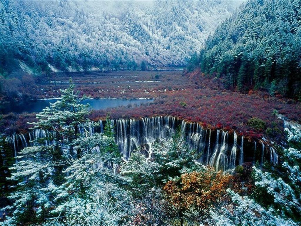 Những hồ nước đẹp như tranh tạo nên khung cảnh thần tiên trên Trái đất - 2