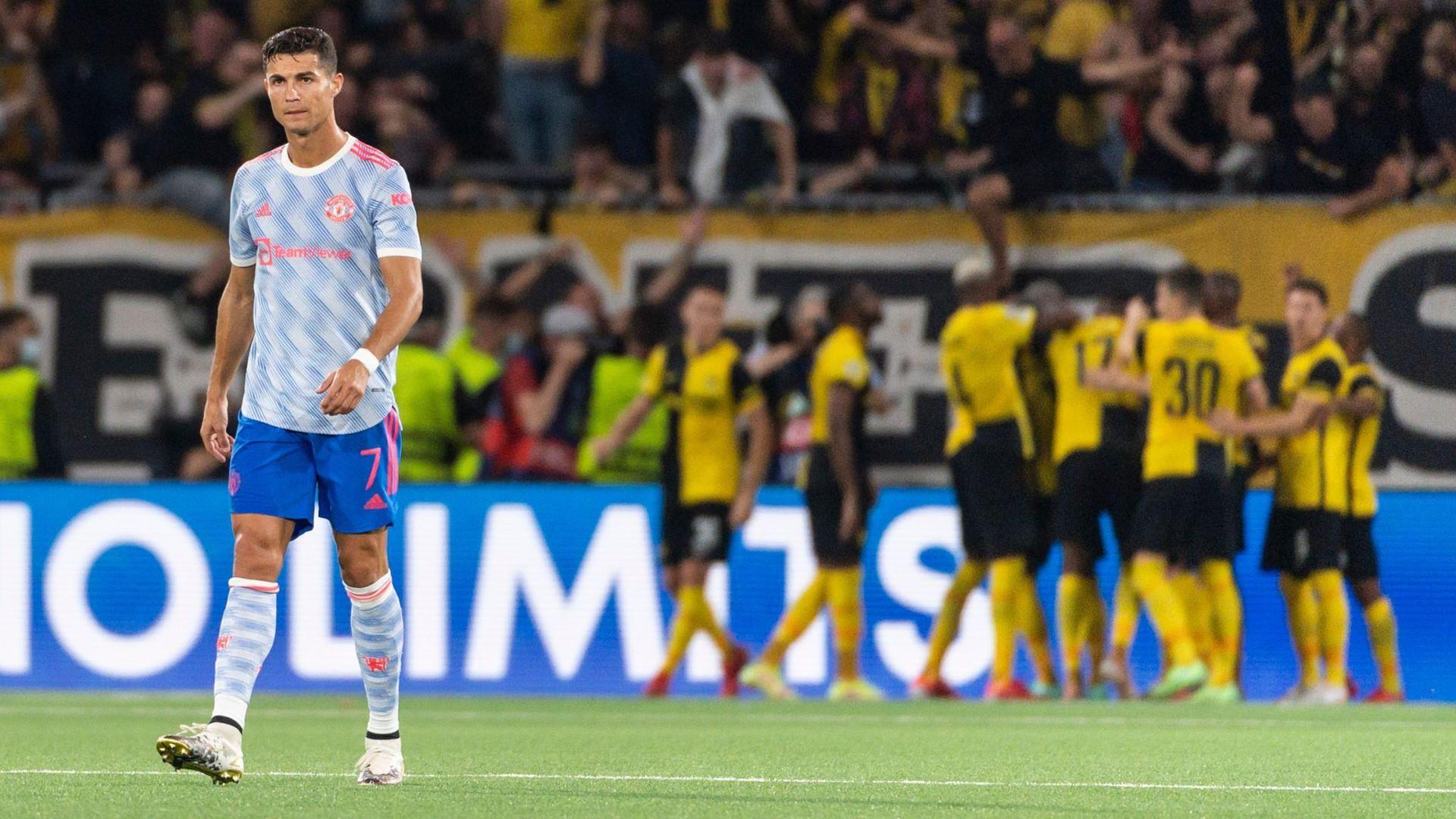 HLV Solskjaer sai lầm khiến Man Utd thua bẽ mặt ở Champions League - 2