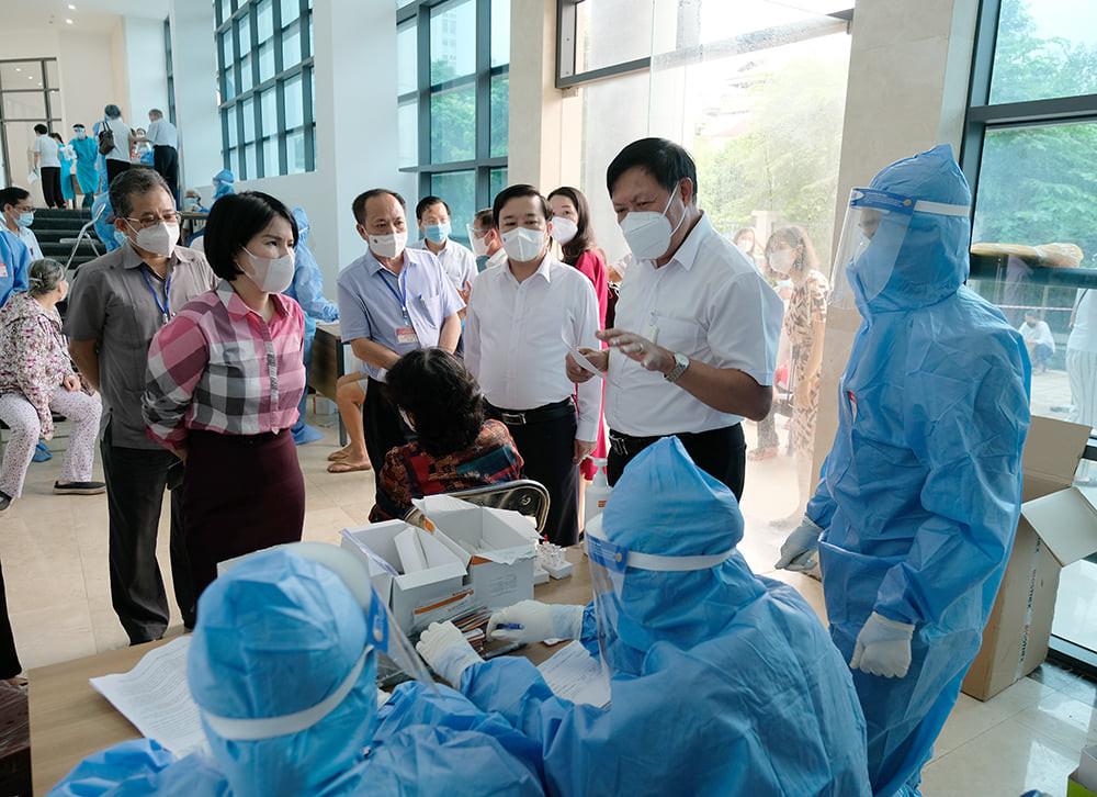 Thứ trưởng Đỗ Xuân Tuyên: Hà Nội phải xác định nhiệm vụ phòng chống dịch là cơ bản và lâu dài - Ảnh 1.