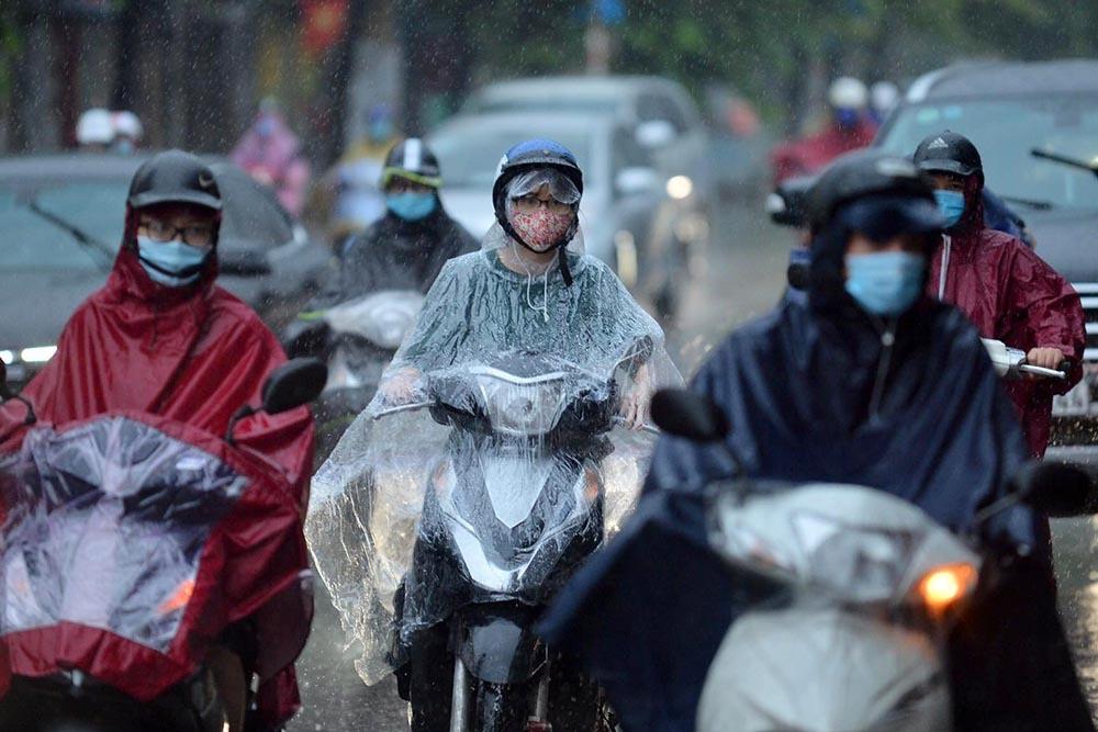 Hà Nội mưa trắng trời trong nhiều giờ