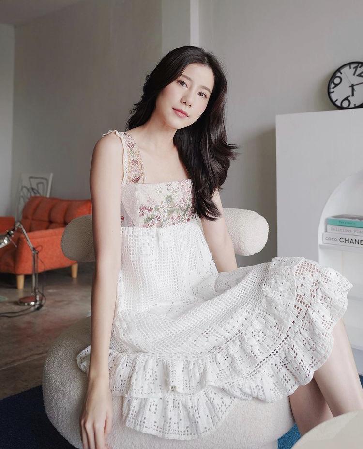 Mỹ nhân Thái Lan phối váy áo hoa đón thu không lo sến súa-1