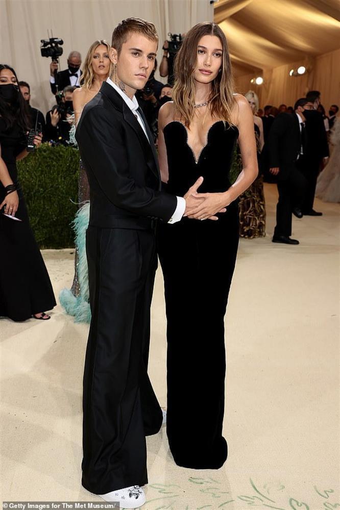 Vợ Justin Bieber bị nghi mang thai-1