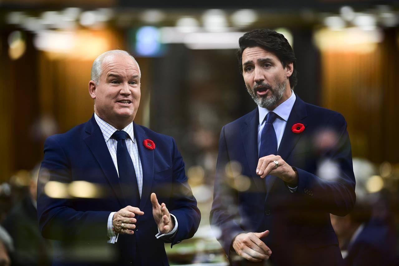 Thủ tướng Canada Justin Trudeau và Lãnh đạo đảng Bảo thủ Erin O'Toole. (Nguồn: Canadian Press)